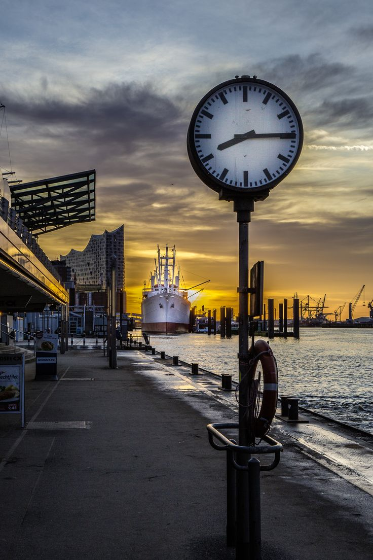 Hamburg Foto Landungsbrücken Elbphilharmonie Sonnenaufgang   Bildschönes Hamburg