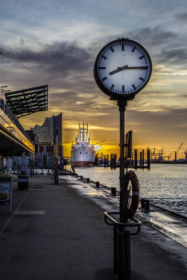 Hamburg Foto Landungsbrücken Elbphilharmonie Sonnenaufgang | Bildschönes Hamburg