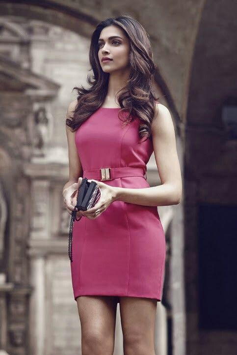 Deepika Padukone looks chic in this outfit!   #celebstyle #celebrity #bollywood #deepikapadukone