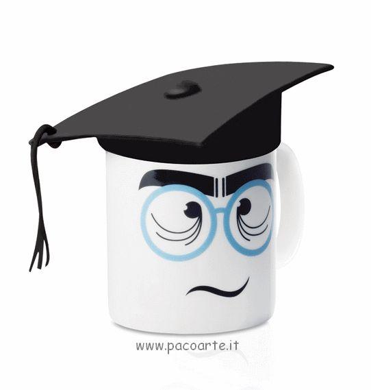 """La tazza con cappello """"il laureato"""" in vendita su www.pacoarte.it"""