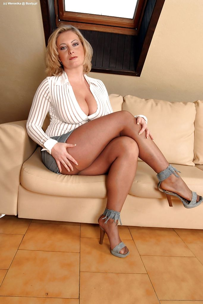 Milf In Coffee Color Pantyhose And Heels  Crossed Legs -6111