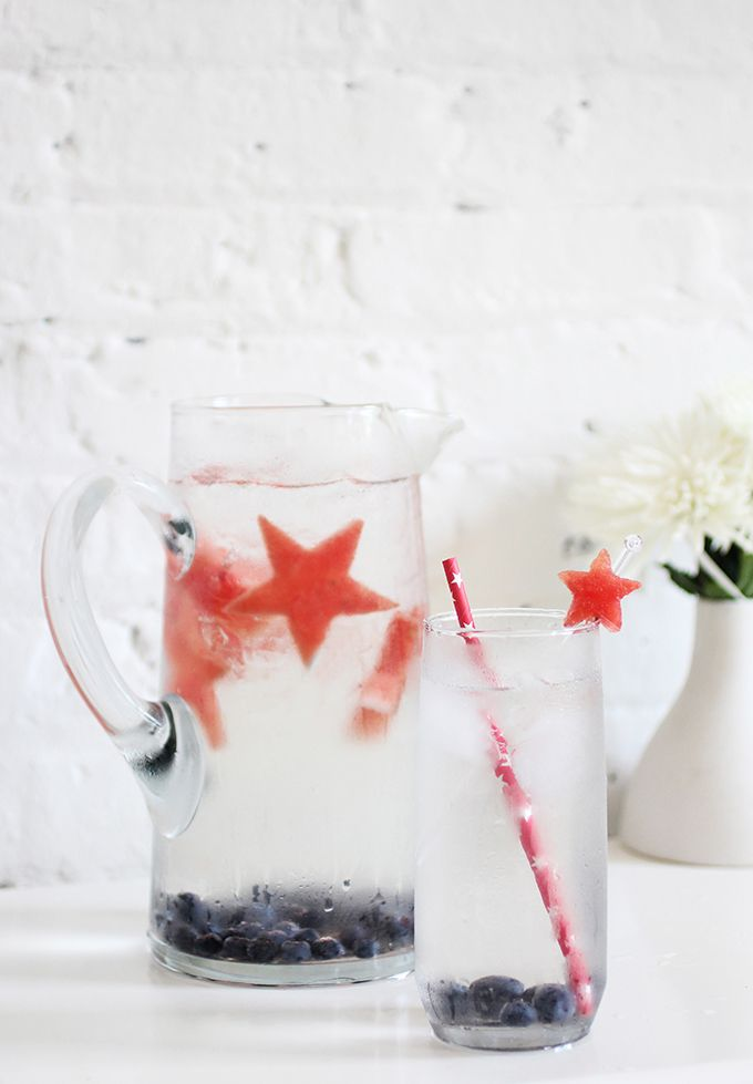 DIY DRINKS and 4th of July Cocktails // loving those watermelon stars and blueberries #stars #USA