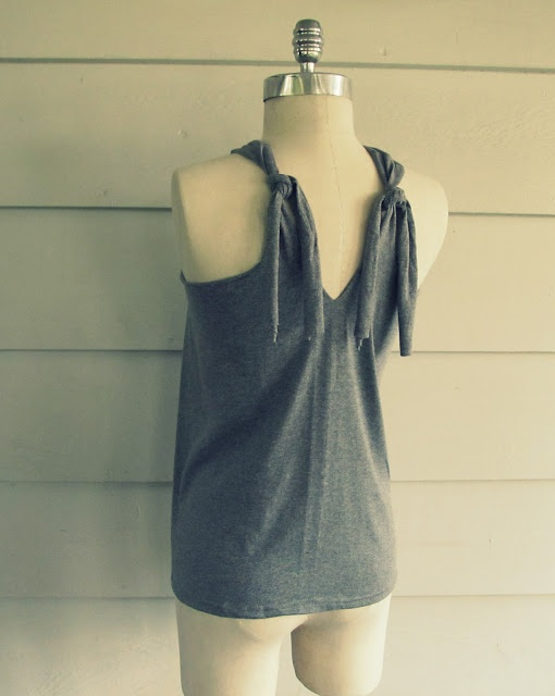 WobiSobi: No Sew, Tee-Shirt Halter #3, DIY--I like the back of this one, too!