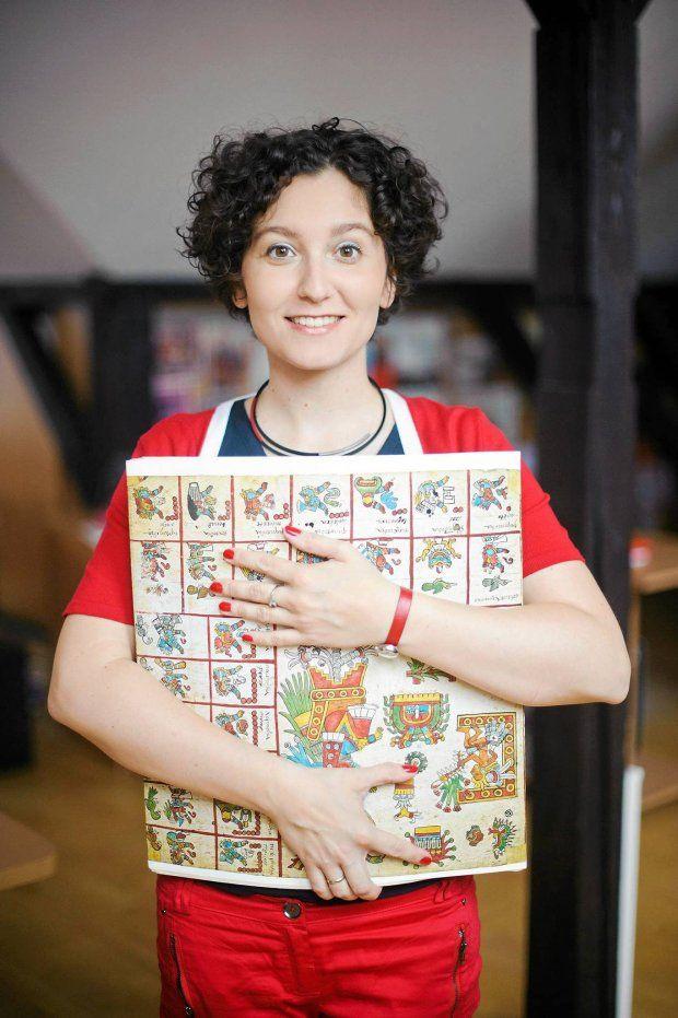 Justyna Olko ratuje język Indian. badaczka z Polski, uczy młodych Indian Nahua, jak czytać stare dokumenty w ich własnym języku.
