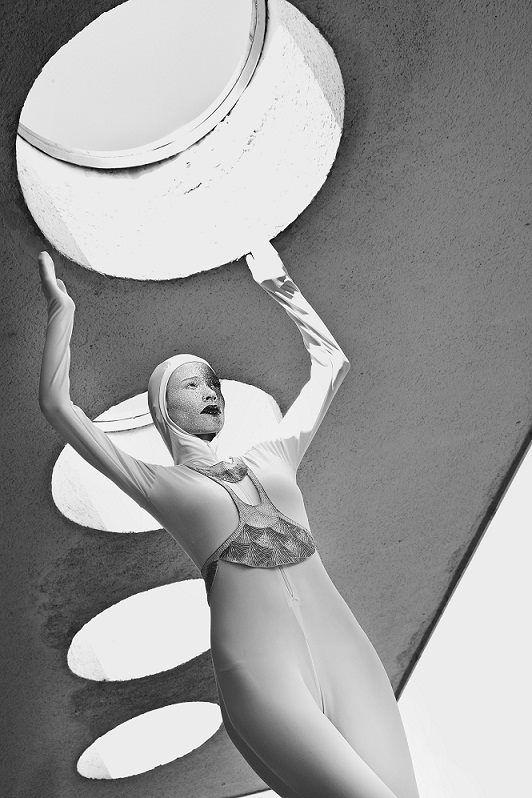 Dimenzió pályaudvar ( Dimension Journey) Photo: Almasi Jonathan Csaba Make up: Bernadett Titkos Hair stylist: Koczka Koczek Stylist: Gabriella Parádi Modell: Maria- Unique Modells