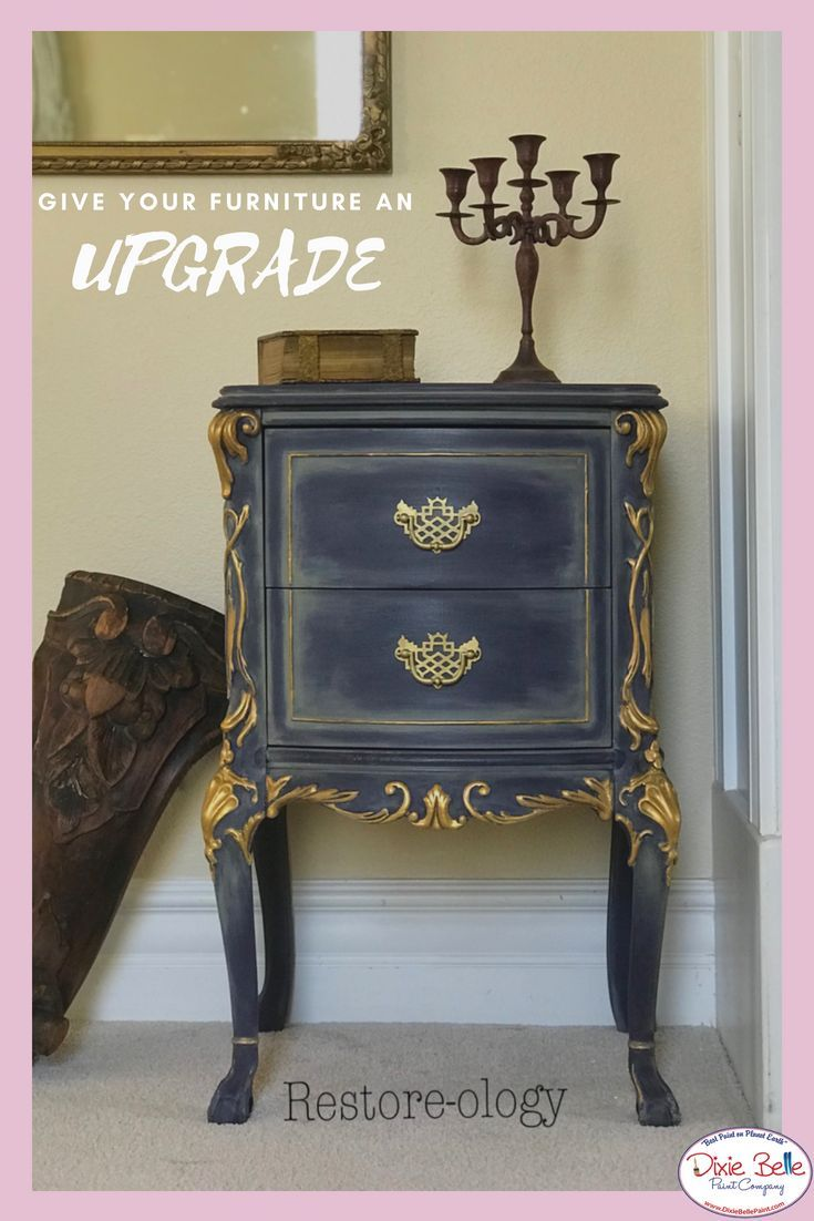 We Are Loving This Cute Little Piece Painted With Dixie Belle Paint In Aubergine And Highlighted With Spanish Moss And A Bi Mobilier De Salon Petit Meuble Deco
