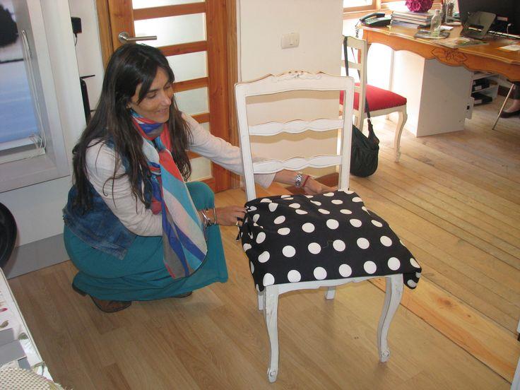 Silla restaurada, definiendo la tela adecuada para su tapiz