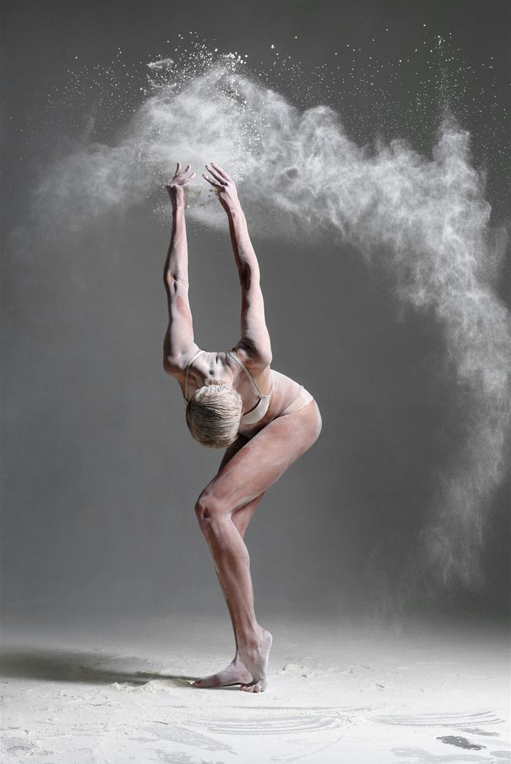 Grâce et Danse figées dans la Farine par Alexander Yakovlev