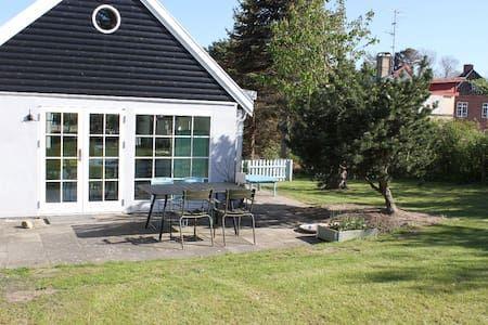 Schau Dir dieses großartige Inserat bei Airbnb an: Fiskerhus midt i Tisvildeleje - Häuser zur Miete in Tisvilde