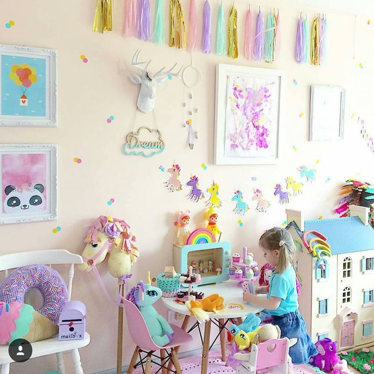 """Good Morning. I thought it would be nice to start the day sharing a colourful, joy filled room by the talented @elsa_and_chloe1  @elsa_and_chloe1 always…"""
