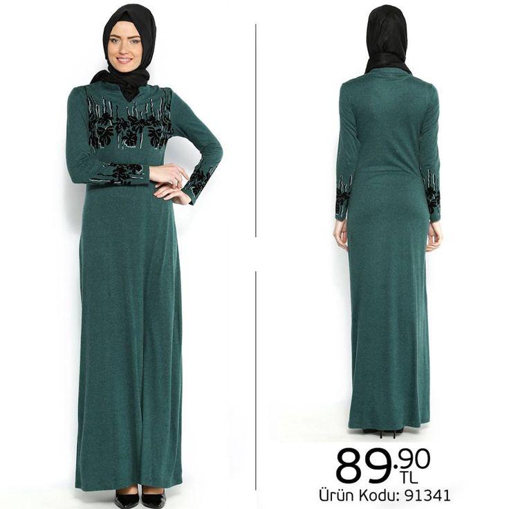 Kadife desenlerle hareketlenen #elbise, giy-çık rahatlığı sunuyor.