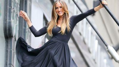 Το μαύρο φόρεμα από τη συλλογή της Σάρα Τζέσικα Πάρκερ- Πόσο κοστίζει
