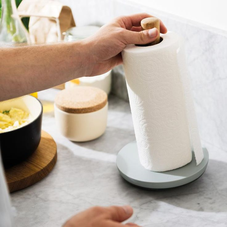 The Leo Paper Towel Holder will blend with a wide range of kitchen designs, traditional or contemporary. The oak wood post holds any standard size kitchen roll. The base in a synthetic material features a non-slip ring and is designed to prevent tipping when tearing off a sheet of kitchen paper.