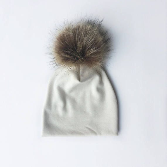 Cream organic knit beanie with brown handmade fur pom pom on top! Perfect fall/winter baby hat for boy or girl. Sewn with love in a smoke and pet free home. Machine wash on delicate cycle with cold water & Hang dry. Sizing: Head circumference 0-3 Months = 16.7 3-6 Months = 17.5 6-9 Months