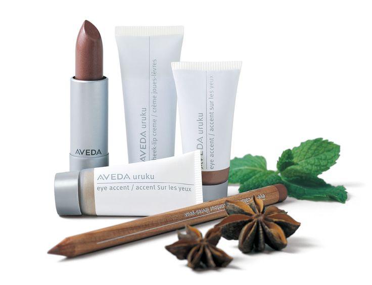 Onze make-up bestaat voor 100% uit organische ingrediënten en bevatten geen karmijn.Kleuren die lijken op je eigen natuurlijke teint, met ingrediënten waarvan we niet hoeven te blozen.http://www.lemage-shop.nl/aveda-make-up