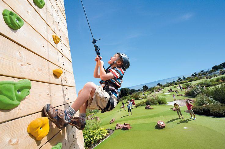 Familievakantie in Engeland. Je hebt hier veel vakantieparken met activiteiten voor het hele gezin. Zoals het vakantiepark Devon Cliffs in Zuid-Engeland, waar je o.a. kunt abseilen. http://www.buroscanbrit.nl/vakantie/engeland/exmouth/devon_cliffs