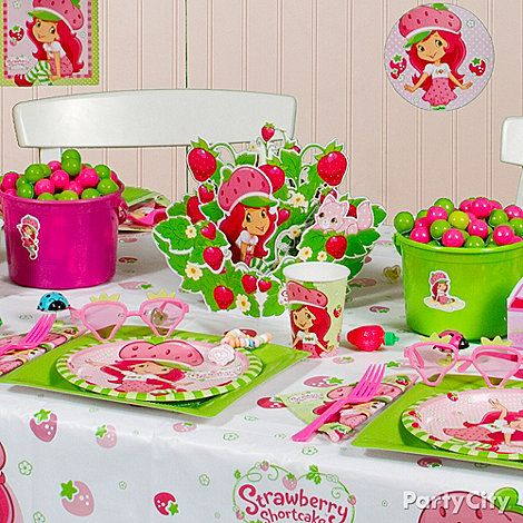 Create a berry bitty city for your little girl and all her friends with strawberry shortcake - Strawberry themed kitchen decor ...