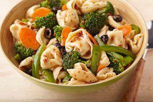 Si vous avez des tortellinis au fromage dans votre réfrigérateur, il ne vous faudra que 15minutes pour préparer cette délicieuse recette.