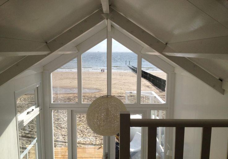 Het heerlijke slaapstrandhuisje 'Zand in je bed' is in 2013 gebouwd en is geschikt voor 4-6 personen. Het ligt op het strand van Westduin, bij Vlissingen. Een paradijsje op het strand. Het vakantiehuisje beschikt over een (afsluitbare) slaapkamer beneden met een stapelbed. Op de vide (geen volledige stahoogte) 2 ruime slaapplaatsen met zeezicht en in de […]