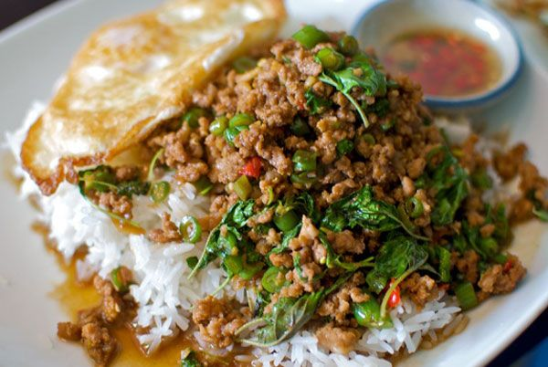 Pad Krapow Gai Kai Dao (Stir fried chicken with basil and fried egg ...