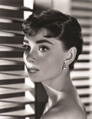 Take a look inside the new Audrey Hepburn book. Photos of all of her best 1950s films and fashion: