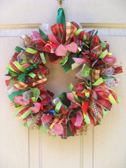 pretty Christmas wreath: Christmas Wreaths, Rag Wreaths, Pretty Christmas, Ribbons Wreaths, Christmas Ribbons, Christmas Decor, Fabrics Wreaths, Ribbon Wreaths, Diy Christmas
