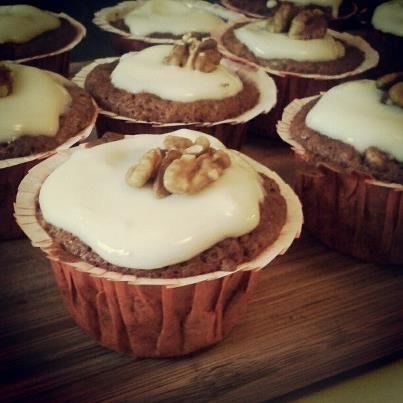 hummingbird cupcakes, care of skinnytaste.com