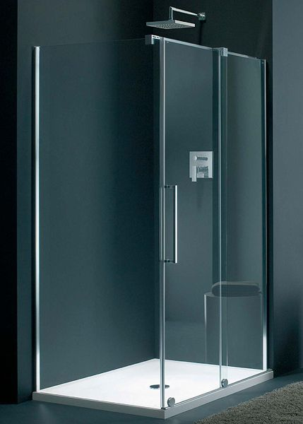 Shower cubicle with sliding door.