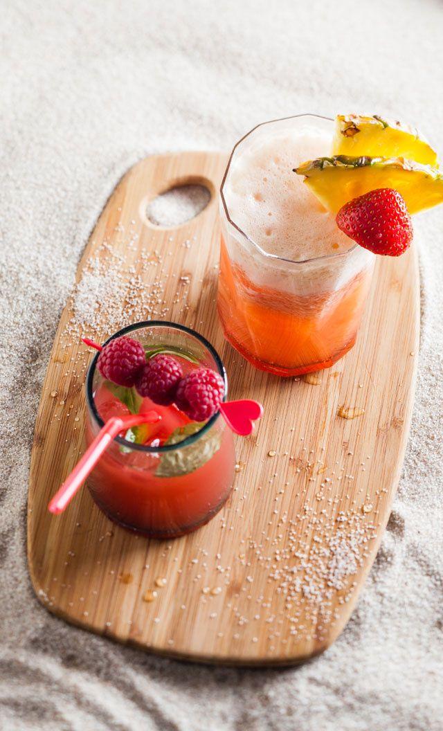 Pink Miami : 5 fraises + 16 cl de jus d'ananas  + 1 trait de sirop de fraise  + 3 glaçons  + ½ tranche d'ananas pour la deco => mixez 4 fraises. Ajoutez le jus d'ananas, mélangez et versez dans un verre haut. Ajoutez le sirop de fraises et 3 glaçons pilés. Décorez avec la dernière fraise et 1 demi-tranche d'ananas.