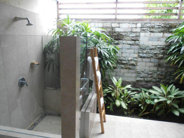 indoor/outdoor bathrooms | Indoor / Outdoor bathroom]