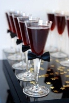 Bow Tie Drink Markers (http://www.eventstoatdc.com/2011/02/oscar-party-inspiration/)