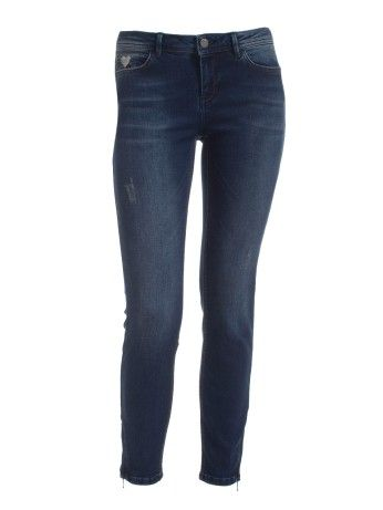 Stone washed #Gisele skinny jeans with rhinestone heart logo. Complete the look with a printed t-shirt and sweater jacket.