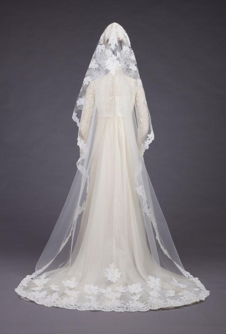 Wedding gown by priscilla of boston 1973 wedding for Wedding dresses in boston ma
