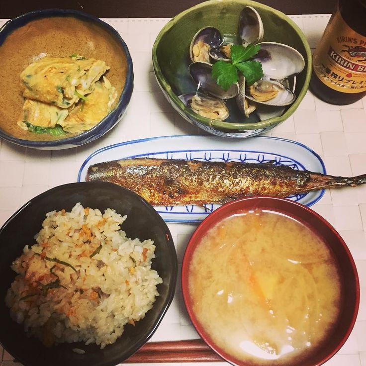まだ火曜日ですか... 今日は頂き物ばかりの和食 出し巻き卵は三つ葉入りで上品なお味に酒蒸しのアサリもピリ辛の秋刀魚も厚岸産ですお味噌汁はあごだしですウニの炊き込みご飯も美味です #japanesefood #dinner #tamagoyaki #dashimaki #dashimakitamago #eggroll #asari #asarinosakamushi #sanma #fish #seaurchin #uni misosoup #和食 #夕飯 #出し巻き卵 #だし巻き卵 #卵 #たまご #あさり #あさりの酒蒸し #酒蒸し #秋刀魚 #ウニ #ウニご飯 #炊き込み御飯 #yuumonjikitchen #彼ご飯 #旦那ご飯 #instafood #foodporn by yuumonjikitchen