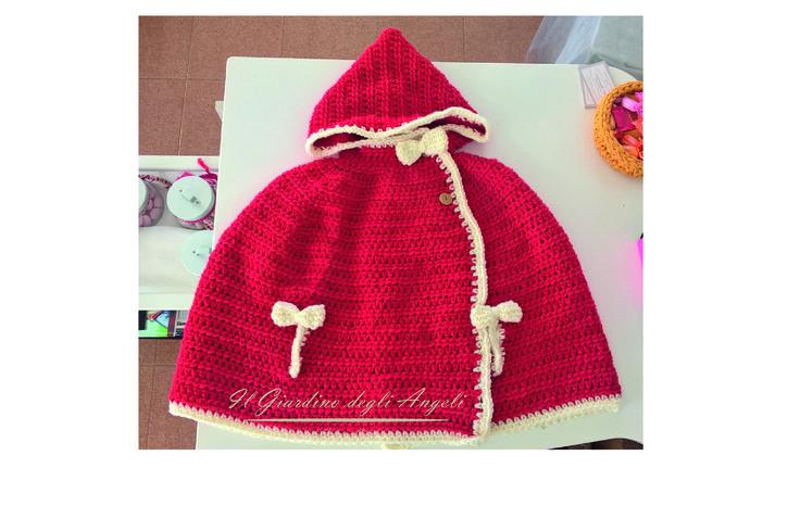 per una #bimba amante del #rosso,una #mantellina con cappuccio #giardino78