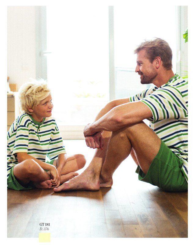 Pijama para hombre Guasch, listado en marino, verde y amarillo, sobre fondo blanco y pantalón de punto en verde. Envío 24/48h. ALGODÓN 100%. #menswear #mensunderwear http://www.varelaintimo.com/40-pijamas