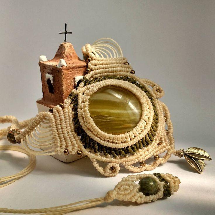 Now, this is a better picture 📷 #macramenecklace #sanpedrodeatacama #macrame #handmadenecklace #uniquejewelry #jewelrydesign #handcrafted #naturalstones