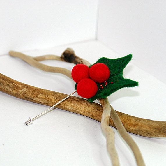 Felted brooch Holly Berry pin/ Christmas brooch pin/ by katinytis