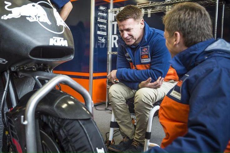 Da Grã-Bretanha Bradley Smith vai juntar-se ao esforço de fábrica KTM no Campeonato do Mundo de MotoGP ™ para as 2017 e 2018 estações