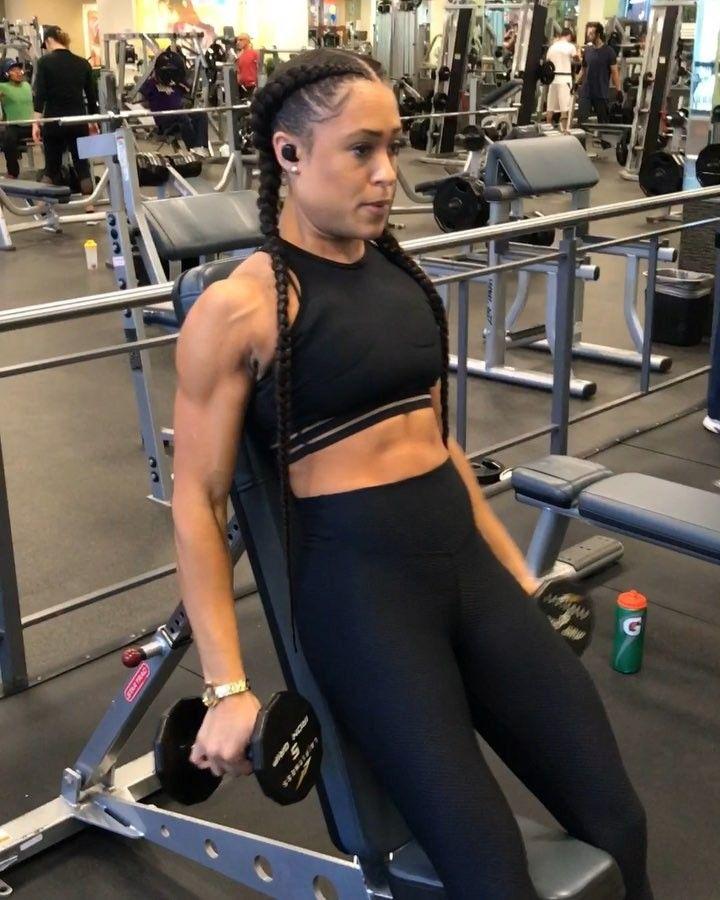 Angie Marie On Instagram Pumpkin Deltoids Bis Tris Workoutwednesday Midweekmotiv Deltoid Workout Bicep And Tricep Workout Tricep Workout Women