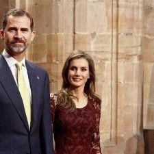 MADRID - Het is voor prins Felipe en zijn vrouw prinses Letizia donderdag een belangrijke dag. Het is namelijk precies tien jaar geleden dat de twee elkaar het jawoord gaven in de Almudena Cathedral in Madrid.