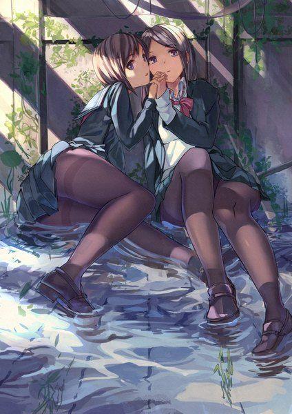 Аниме картинка 707x1000 с  оригинальное изображение fujita (condor) высокое изображение короткие волосы лёгкая эротика чёрные волосы несколько девушек фиолетовые глаза редакция юбка форма 2 девушки школьная форма вода колготки обувь