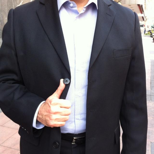 After 2.0 consulting in No-Tie mood - Camisa de Emidio Tucci, traje negro de Giacomo Soprano