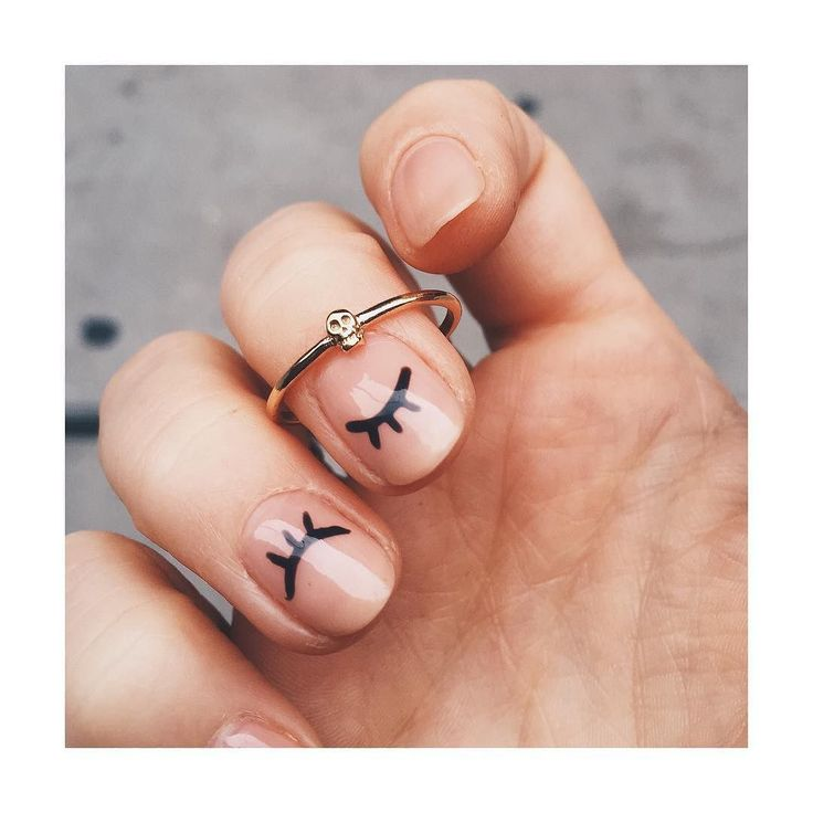 Tiny delicate skull ring + the cutest WINK MANI! @bingbangnyc
