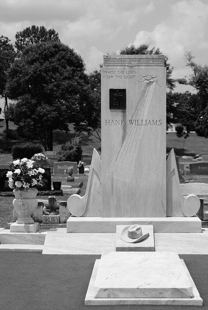 Hank Williams - Old  Oak Cemetery - Montgomery Alabama by Brian David Braun Photography, via Flickr  ~ We took my parents here & my Daddy loved it!  I miss him.