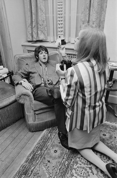 Linda Eastman and Paul McCartney, May 1967, during the press event launching Sgt. Petter's Lonely Heart's Club Band.