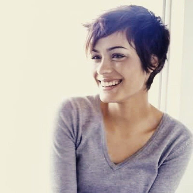 this makes me less nervous about getting a pixie because you can grow it out and still look cute.