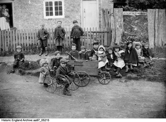 AA97/05215 General view of a group of children.  Greatworth, Northamptonshire. Oct 1901, Alfred Newton and Sons.