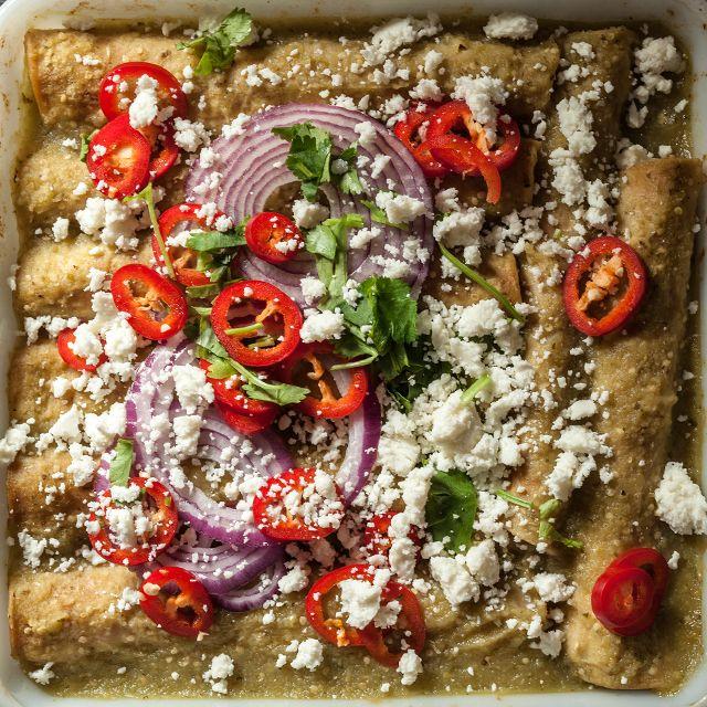 31339_InlineImage_easy_chicken_enchiladas_tomatillo_sauce_640_1