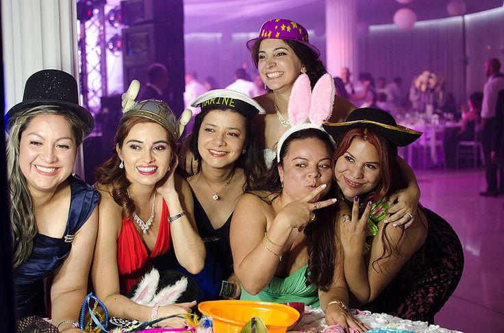 Alegramos el espíritu de la fiesta con nuestras fotocabinas y la buena vibra que tienen todos nuestros operarios, ten la seguridad de disfrutar tu fiesta plenamente cuando nos reservas. Whatsapp: 310 326 72 01
